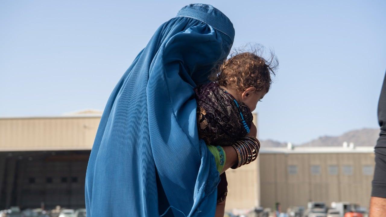 Talibanes aumentan ofensiva en último bastión opositor afgano