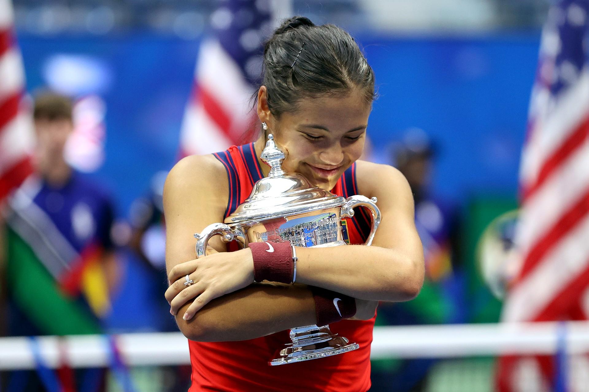 Británica Emma Raducanu, de 18 años, conquista el Abierto de EEUU