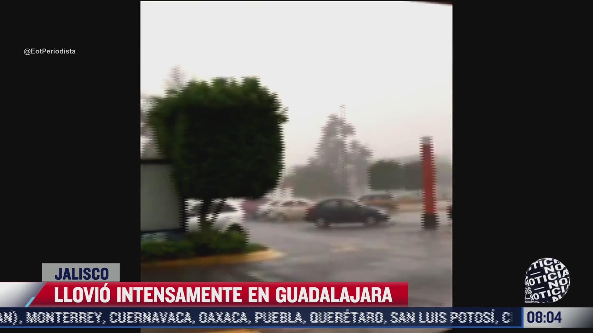 fuertes lluvias y granizo causan inundaciones en guadalajara