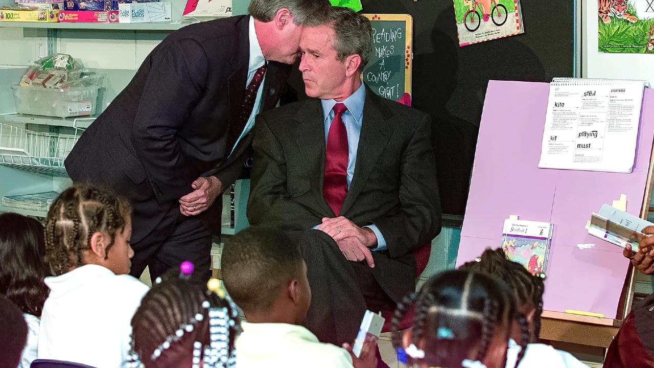 George Bush estaba con estudiantes cuando le avisaron del ataque a las Torres Gemelas el 11-S