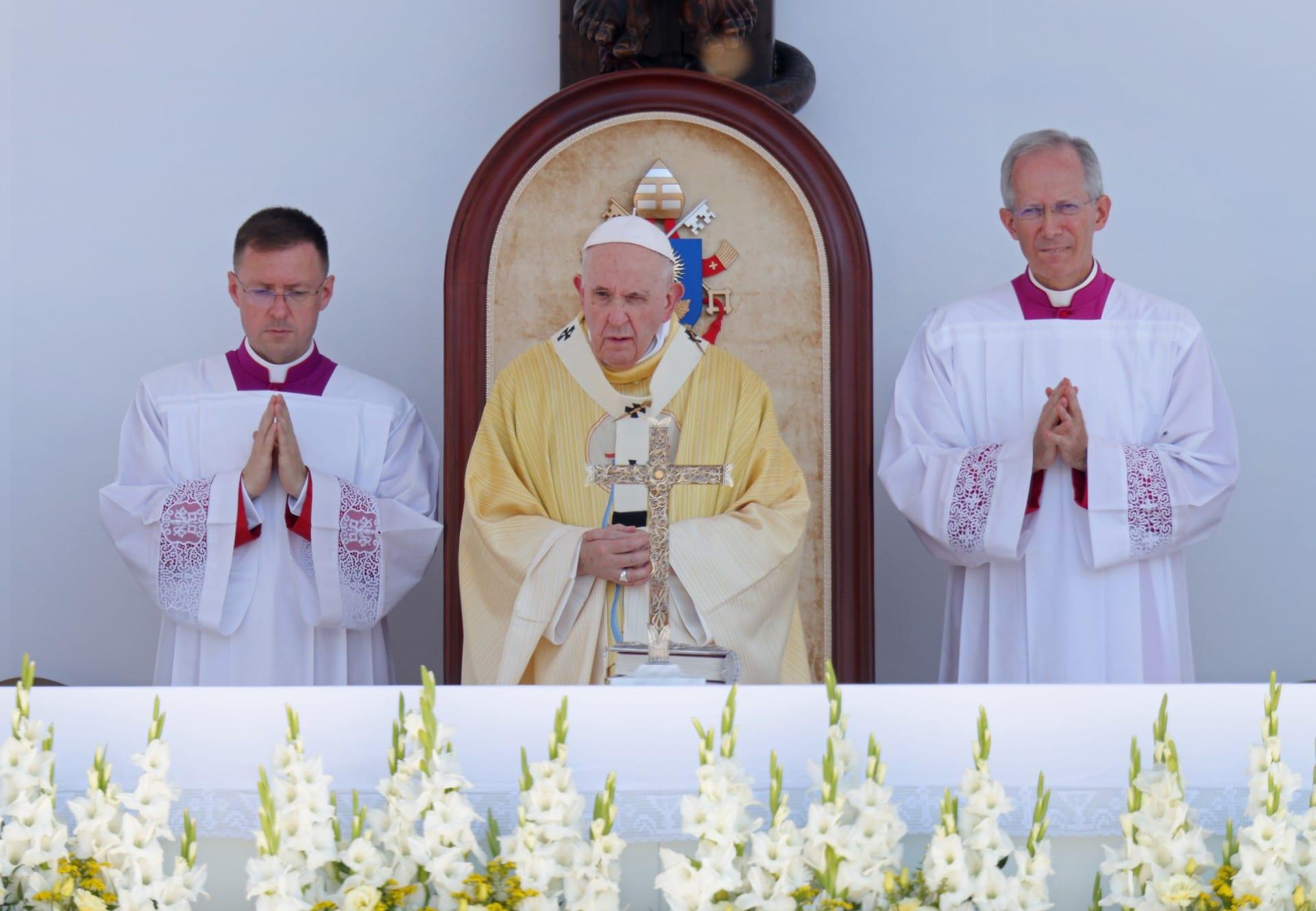 El papa Francisco pide a los húngaros que sean 'abiertos' a los demás