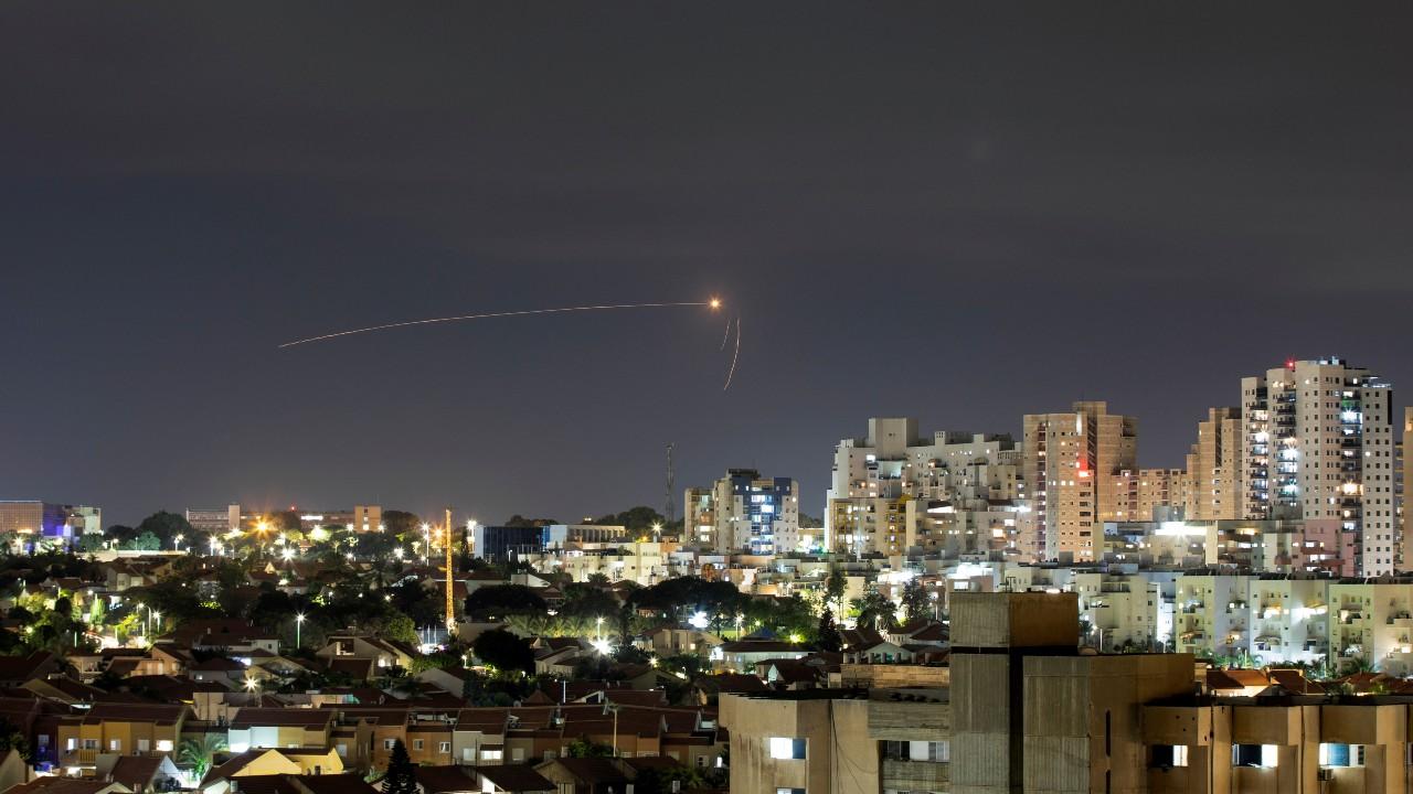 Israel ataca posiciones de Hamás en Gaza como respuesta a lanzamiento de cohete desde la franja