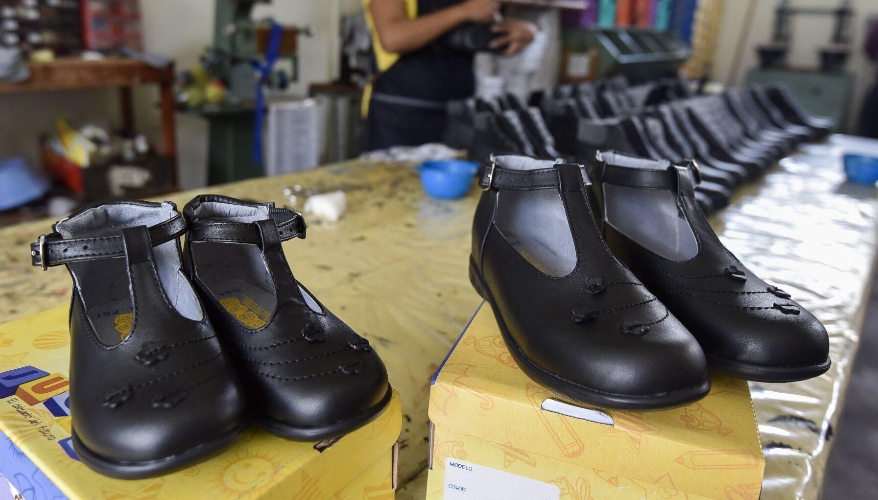 Iztapalapa dará zapatos escolares gratis a alumnos de primaria y secundaria
