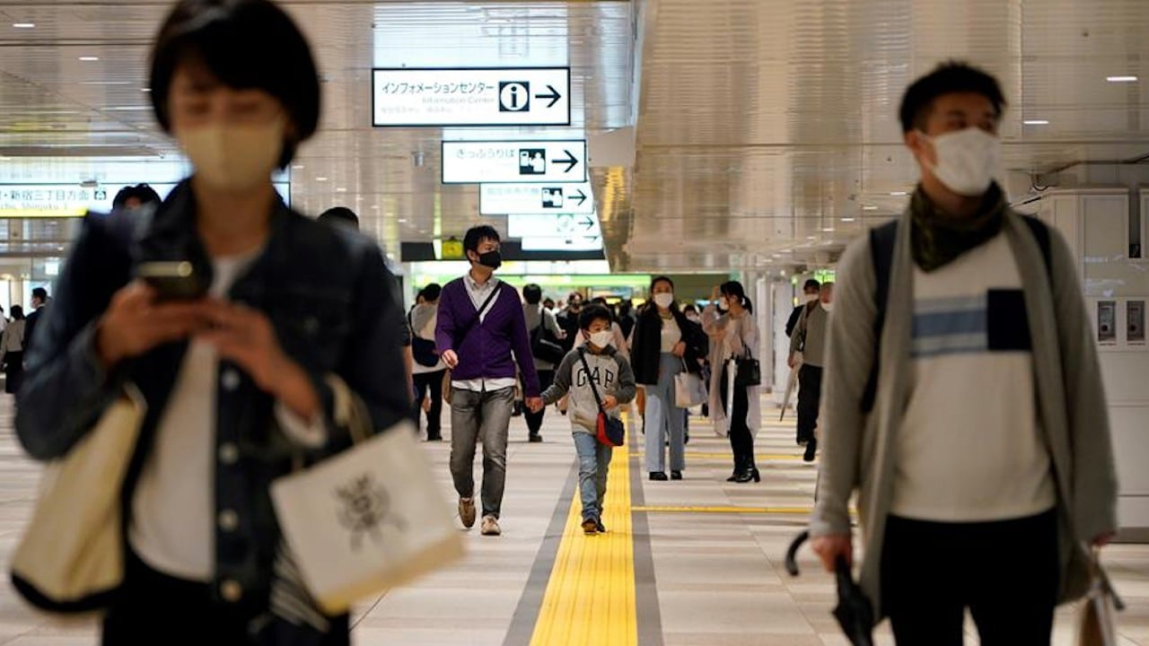 Japón empezará a aplicar la tercera dosis de la vacuna contra la COVID-19 en 2022