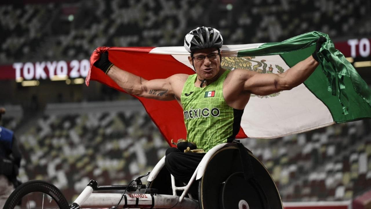 Juan Pablo Cervantes García gana medalla de bronce en atletismo en Juegos Paralímpicos Tokyo 2020.