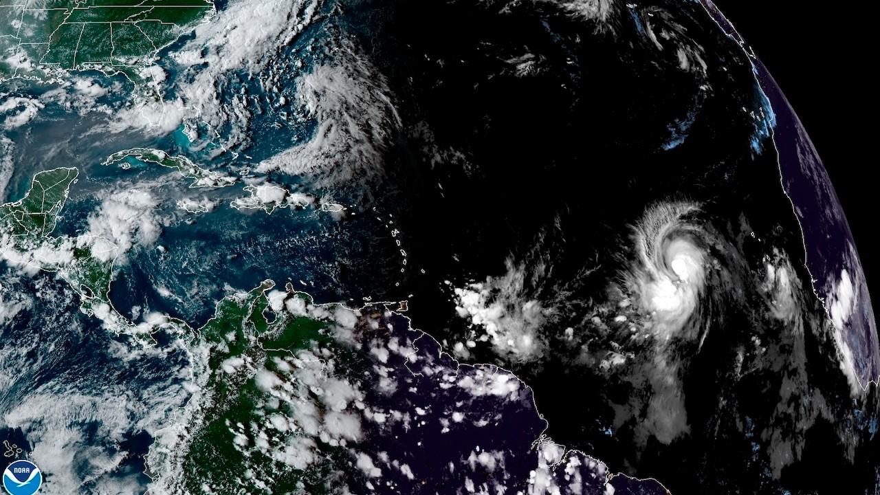 Imagen del NOAA sobre la localización del huracán Larry en el Atlántico (EFE)