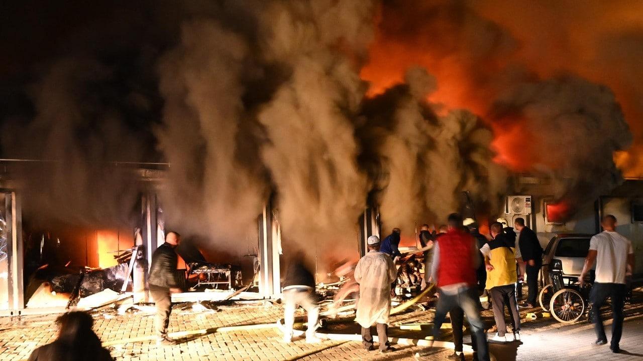Mueren 10 personas con covid tras incendiarse hospital de Macedonia del Norte