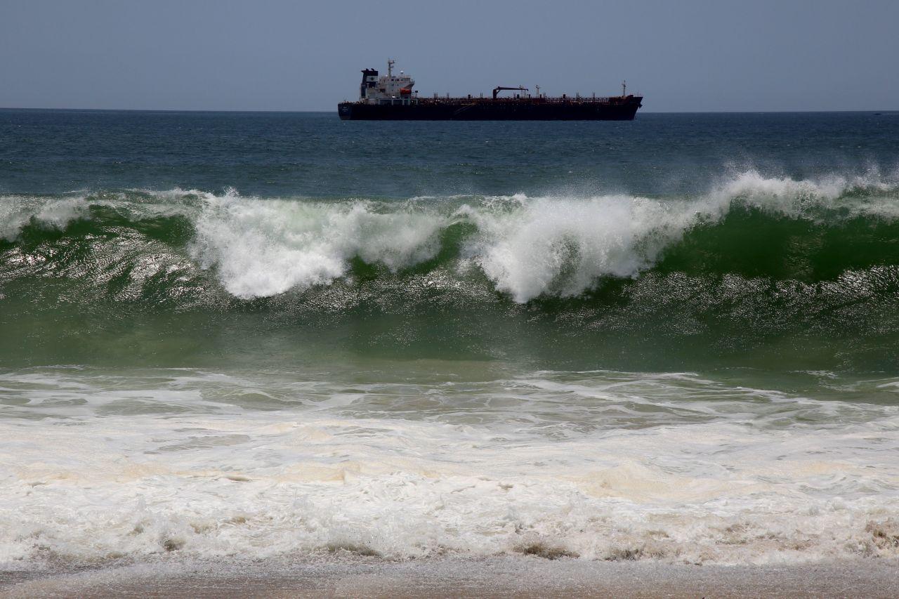 Fuerte oleaje provocado por el fenómeno de mar de fondo (Cuartoscuro)