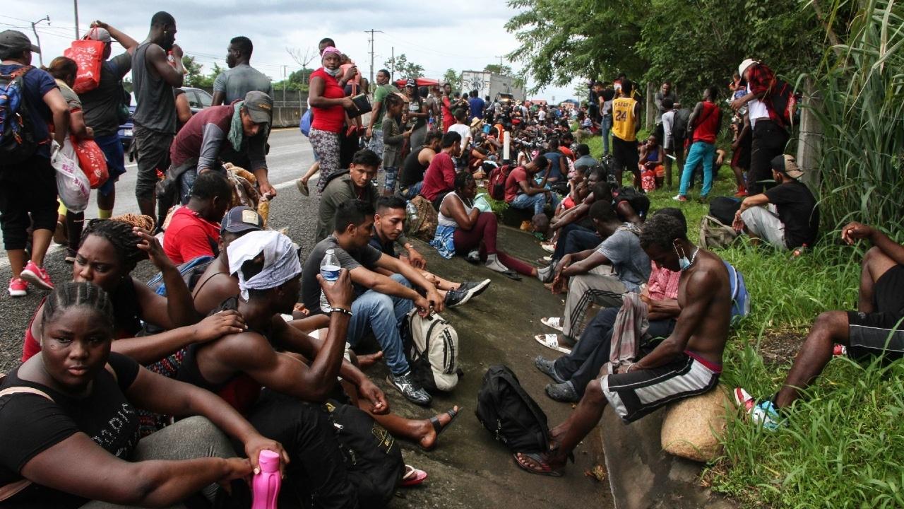 Agentes mexicanos desintegran cuarta caravana migrante en Chiapas
