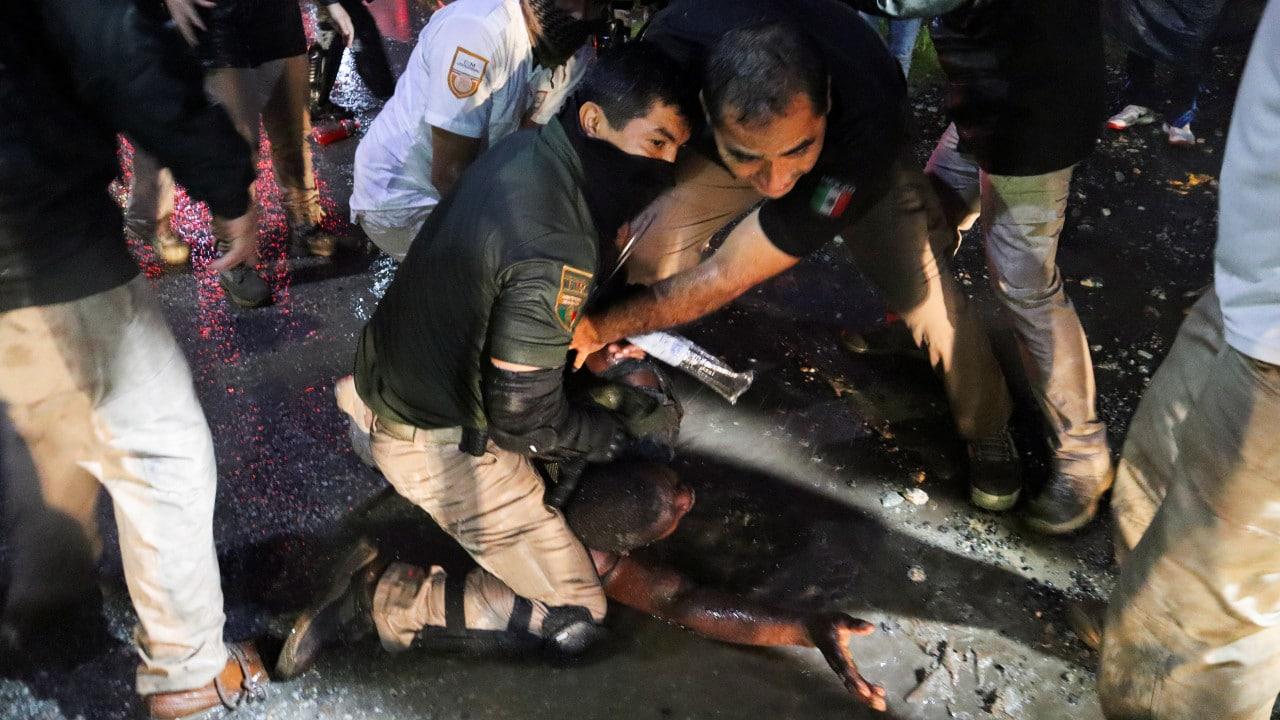 EZLN asegura que México da trato inhumano a migrantes