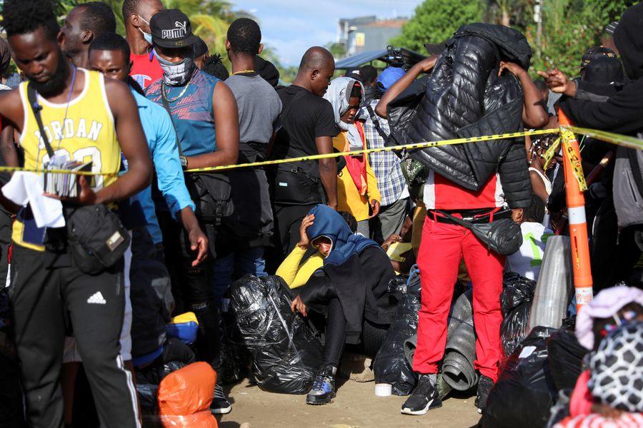 Miles de haitianos siguen cruzando Panamá en ruta hacia EEUU
