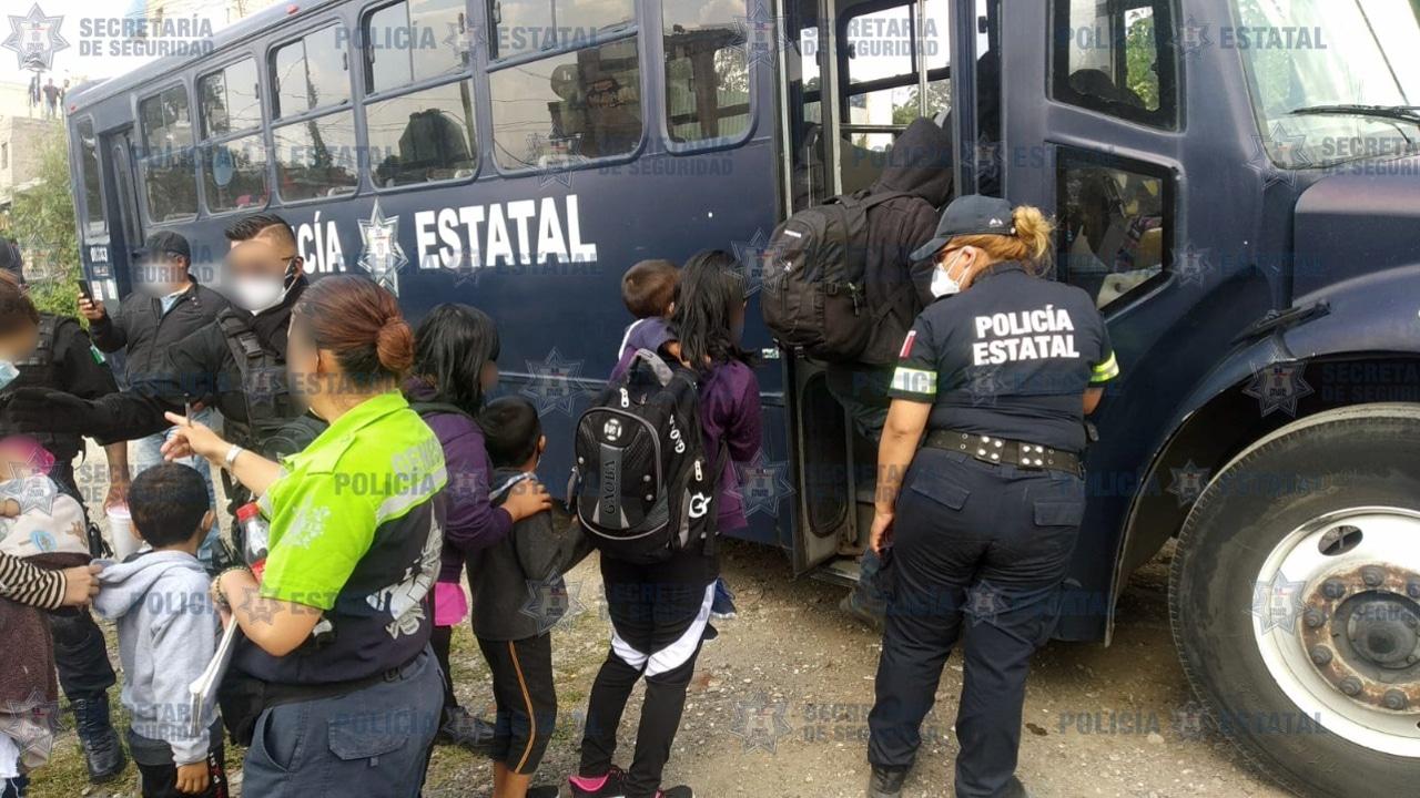 Rescatan a 42 migrantes centroamericanos encerrados en una casa en el Estado de México