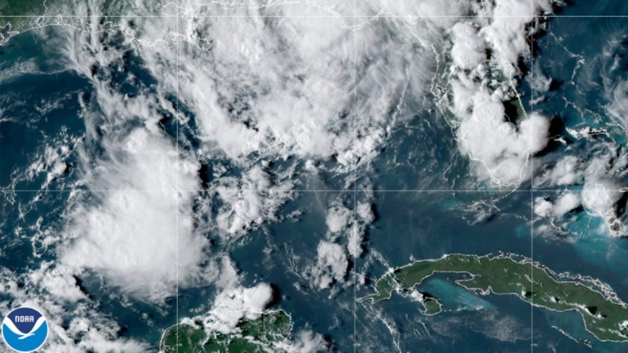 La tormeta tropical Mindy en el Golfo de México (Twitter: @NHC_Atlantic)
