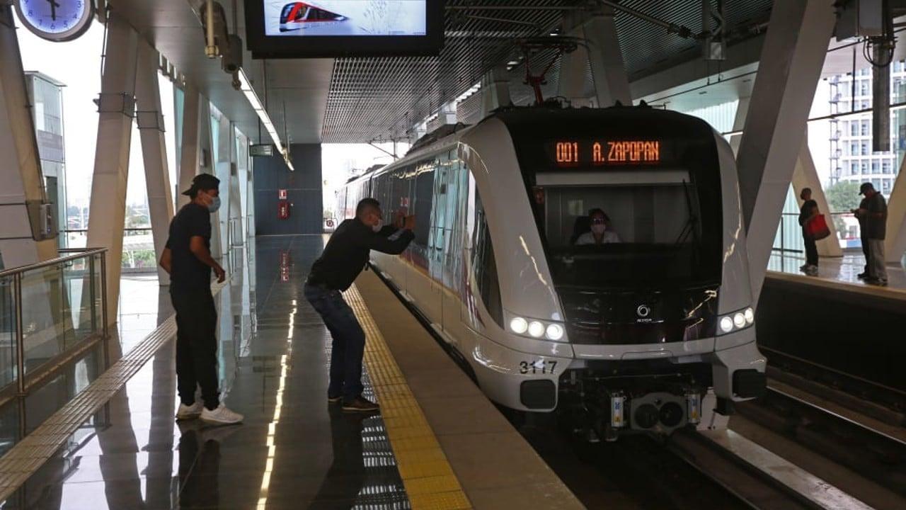 Muere hombre con aparente debilidad visual al caer a las vías del Tren Ligero en Guadalajara