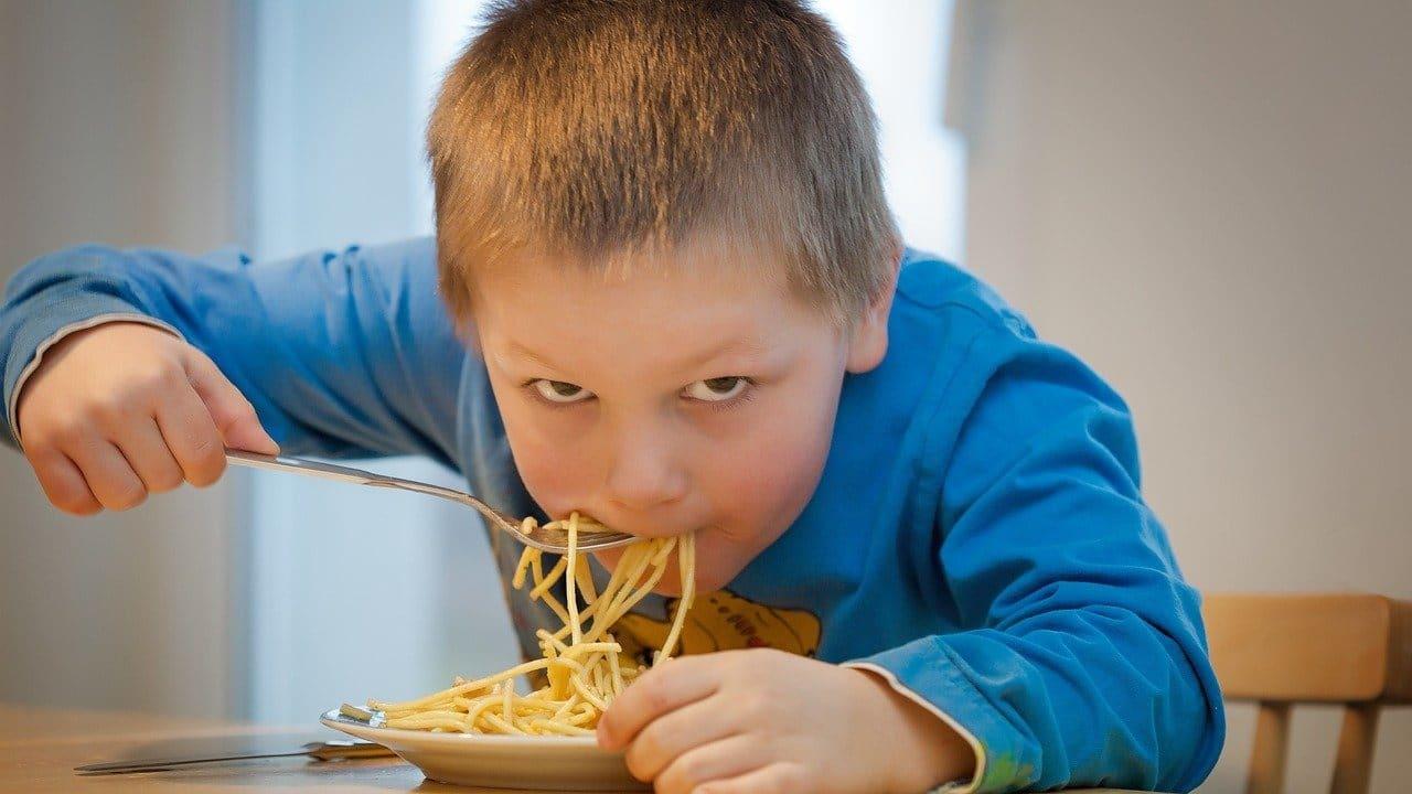 Niños que no toman desayuno más riesgo de tener obesidad