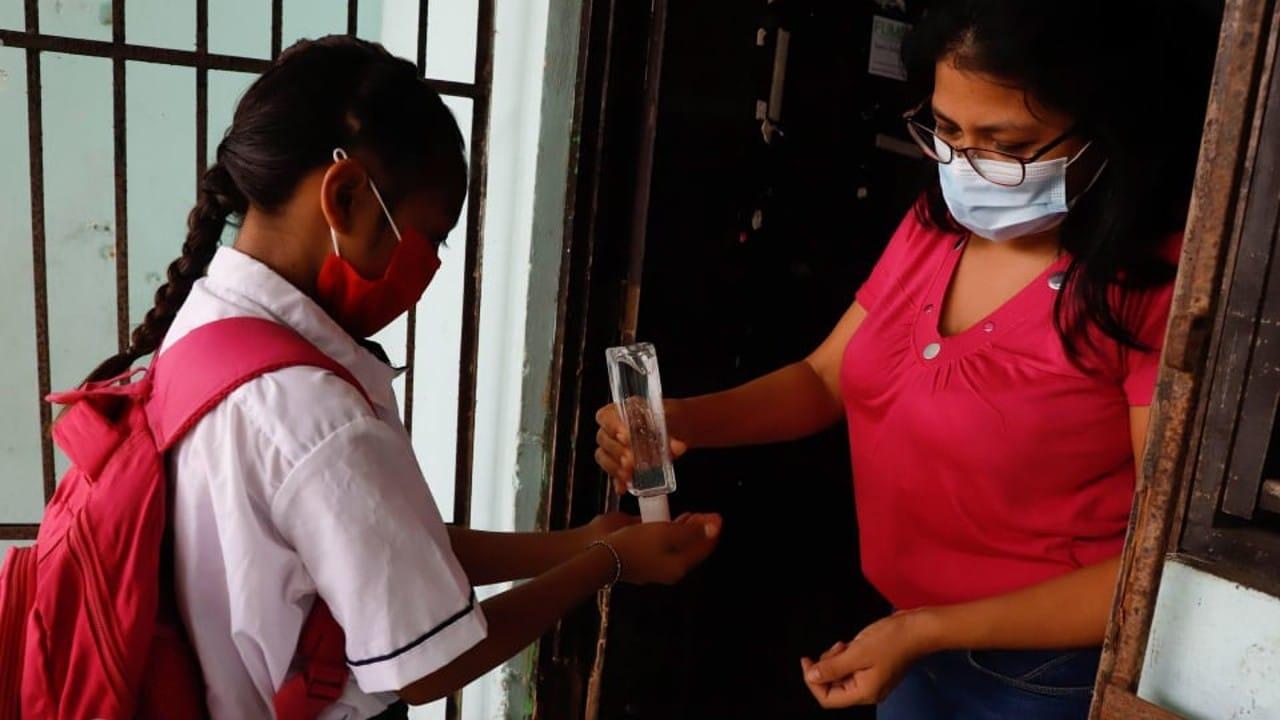 No hay hospitalizaciones de COVID por casos en escuelas, asegura CDMX