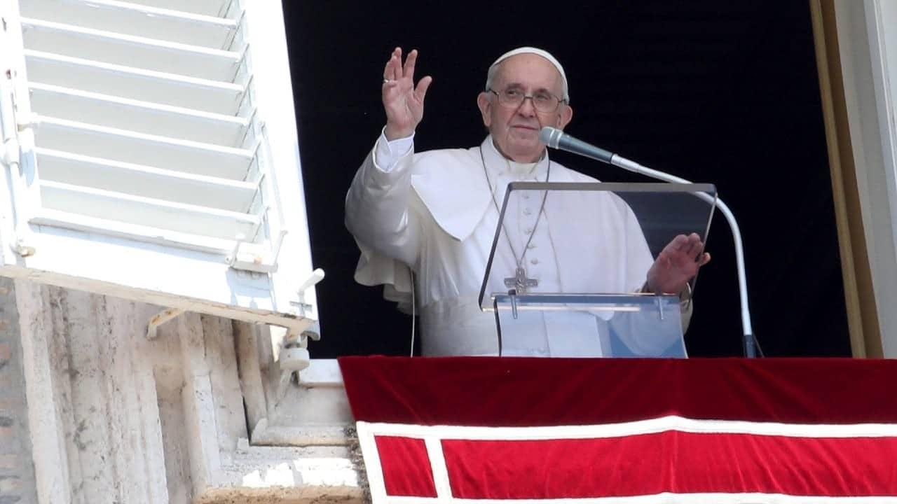 Papa Francisco pide a los países acoger a los afganos que buscan refugio