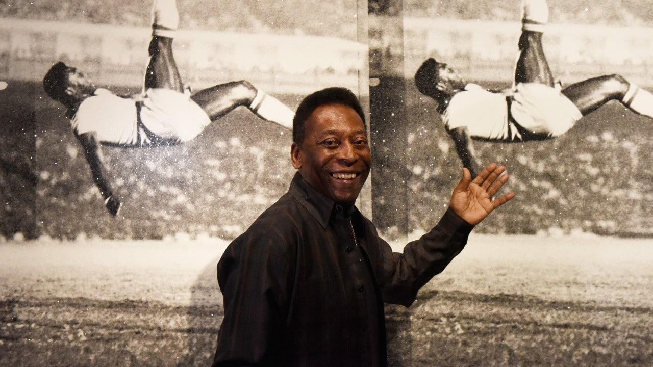 Pelé se está recuperando bien tras operación de colon, afirma su hija