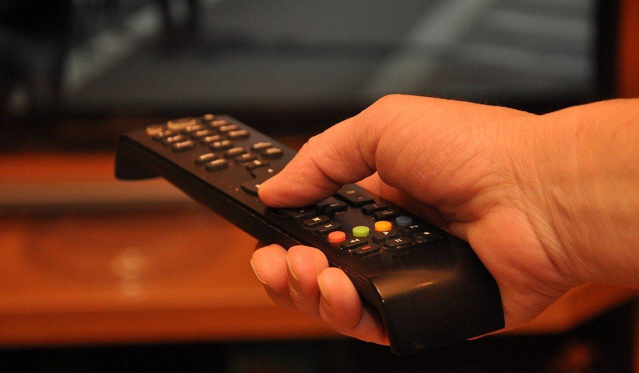 Empresa pagará a persona por ver películas de terror