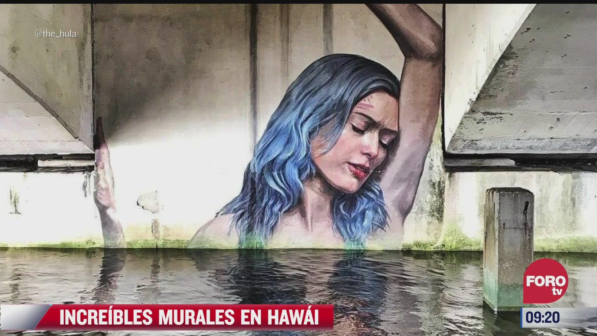pinta hermosos murales mientras se balancea en su tabla en hawai