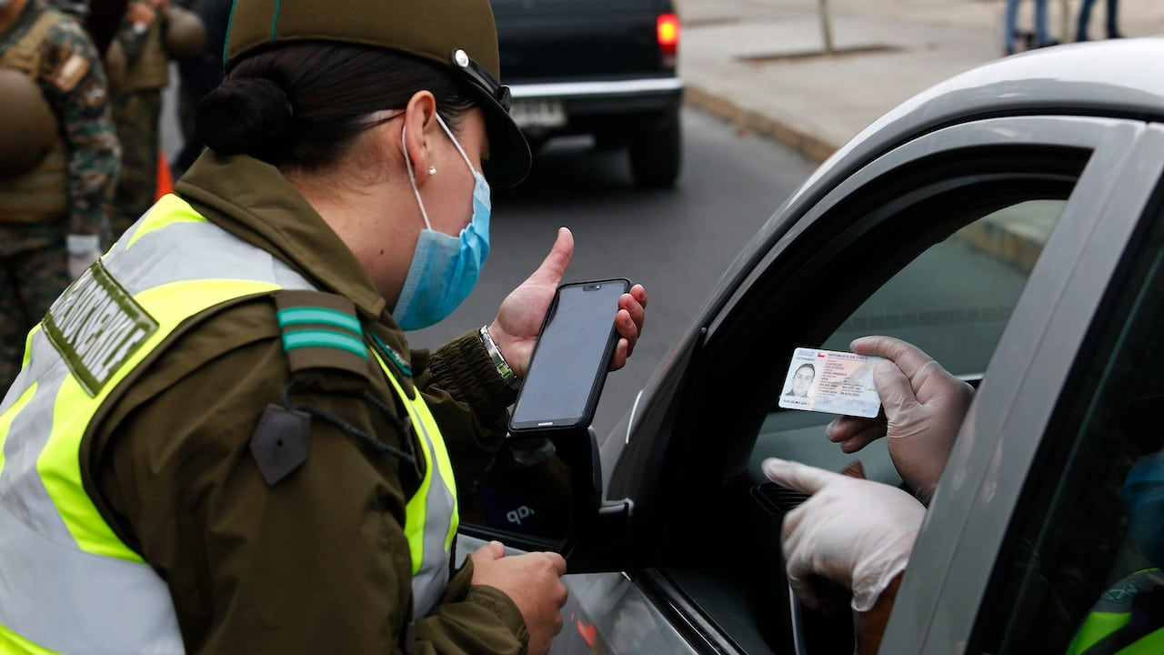 Una oficial de policía en Chile (Getty Images)