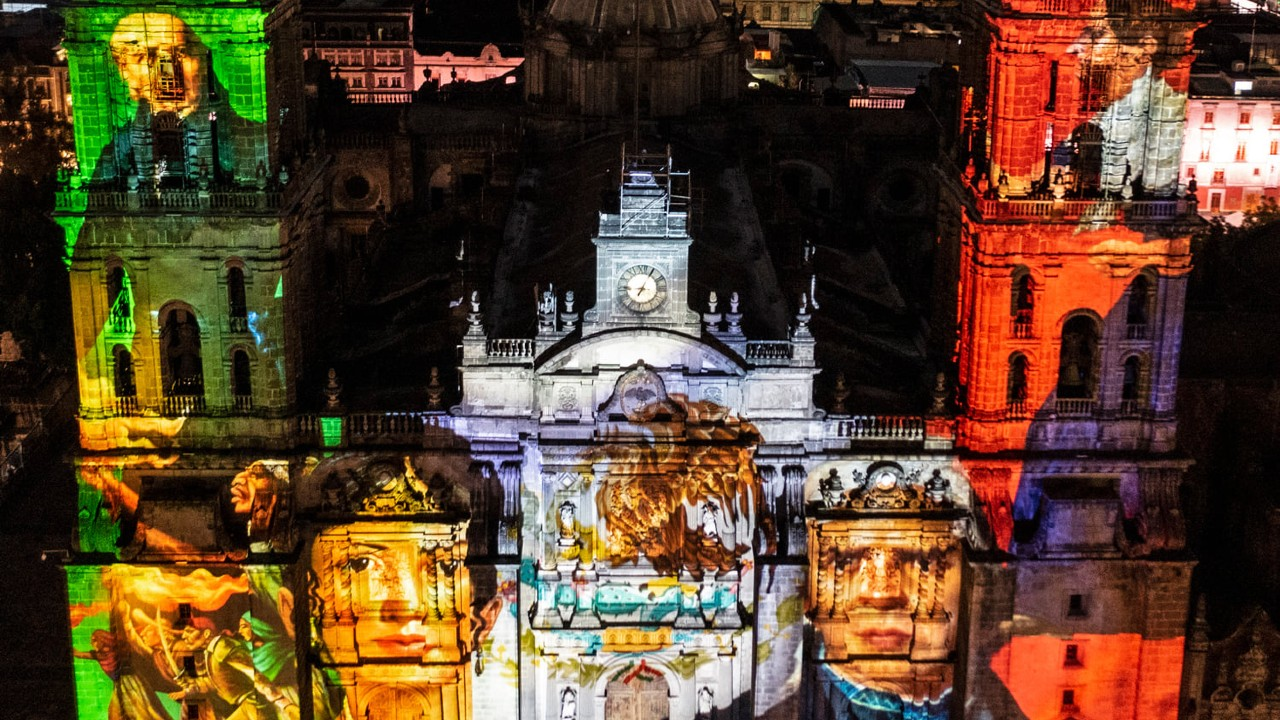 Proyectan la historia de México con video mapping durante ceremonia del Grito de Independencia