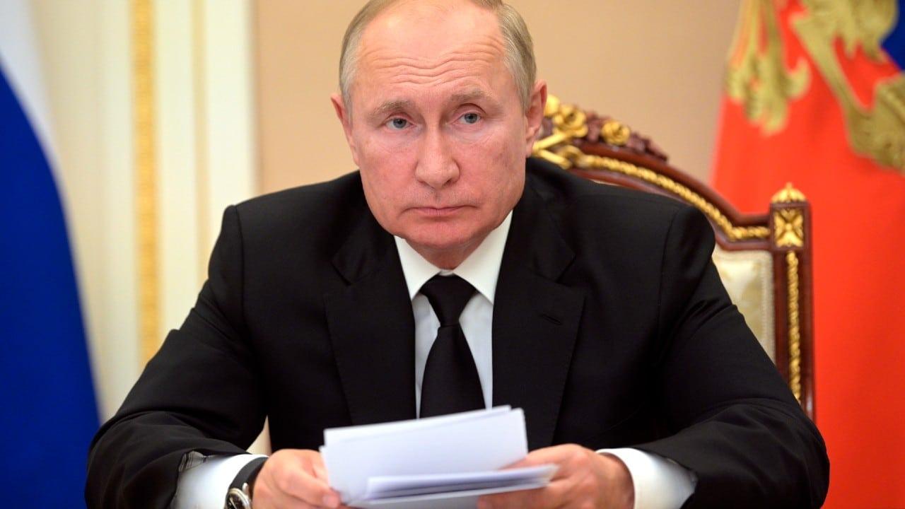 Putin guardará cuarentena tras detectar contagios por COVID-19 en su entorno