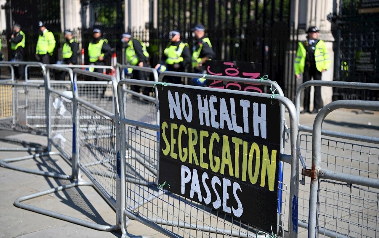 Gobierno británico renuncia a imponer pase sanitario por covid para acceder a lugares