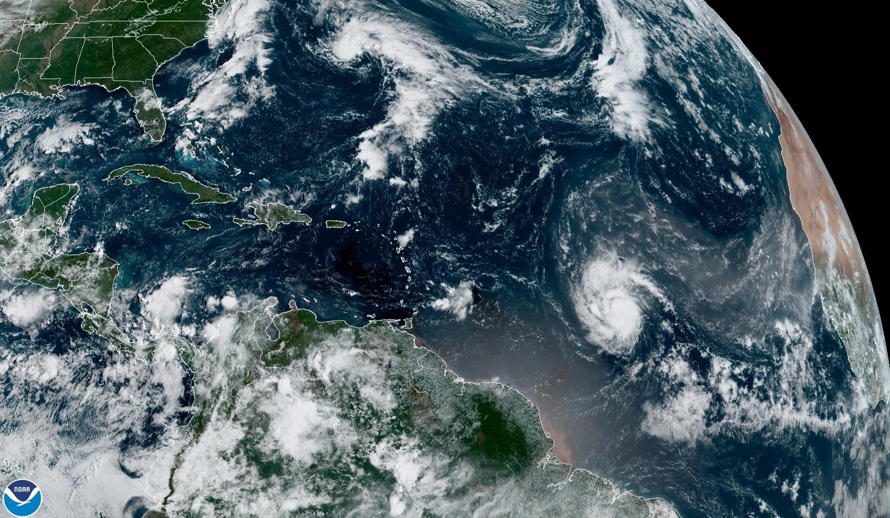 Huracán Sam se intensifica a categoría 4 con fuertes vientos en el Atlántico