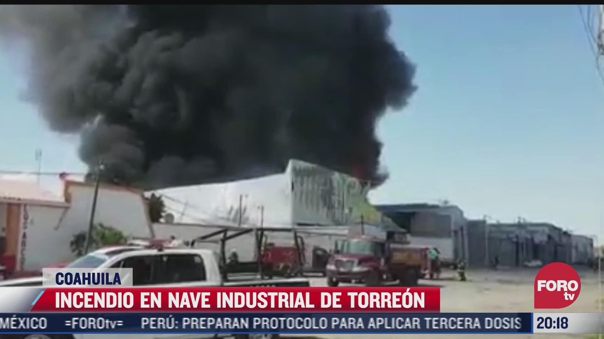 se registro fuerte incendio en dos bodegas del parque industrial de torreon