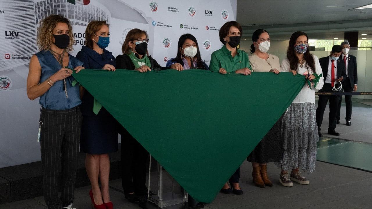 senadoras, pañuelo verde, aborto, interrupción del embarazo