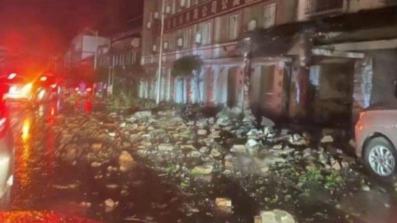 Daños tras sismo en China (Twitter: @RochexRB27)