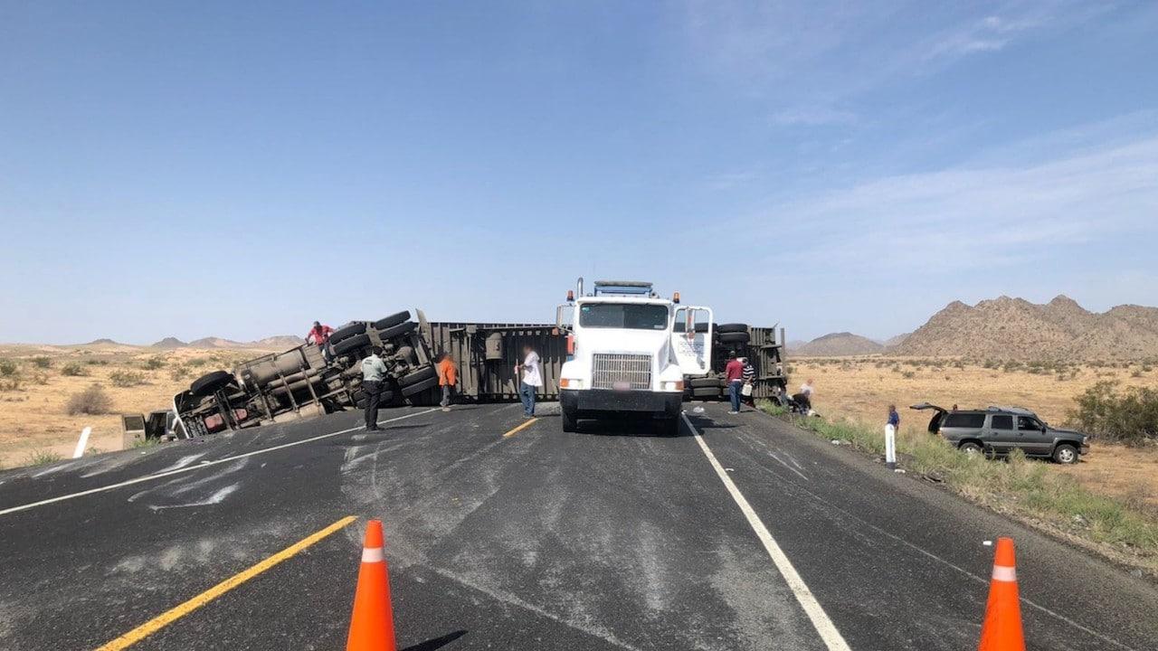 Cierre parcial de circulación por accidente en carretera de Sonora (Twitter: @GN_Carreteras)