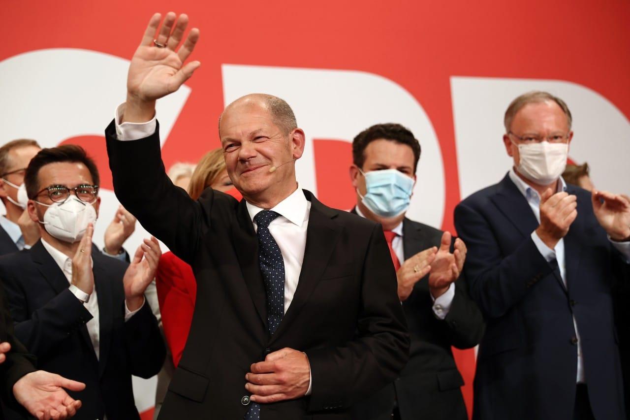SPD ganan por estrecho margen elecciones en Alemania.