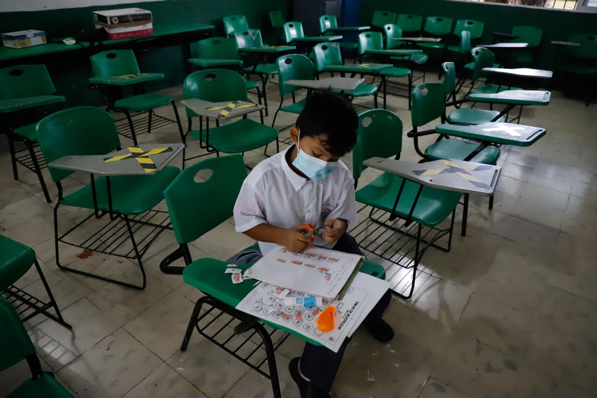 117 millones de alumnos siguen sin ir a clase por la pandemia del COVID-19: UNESCO