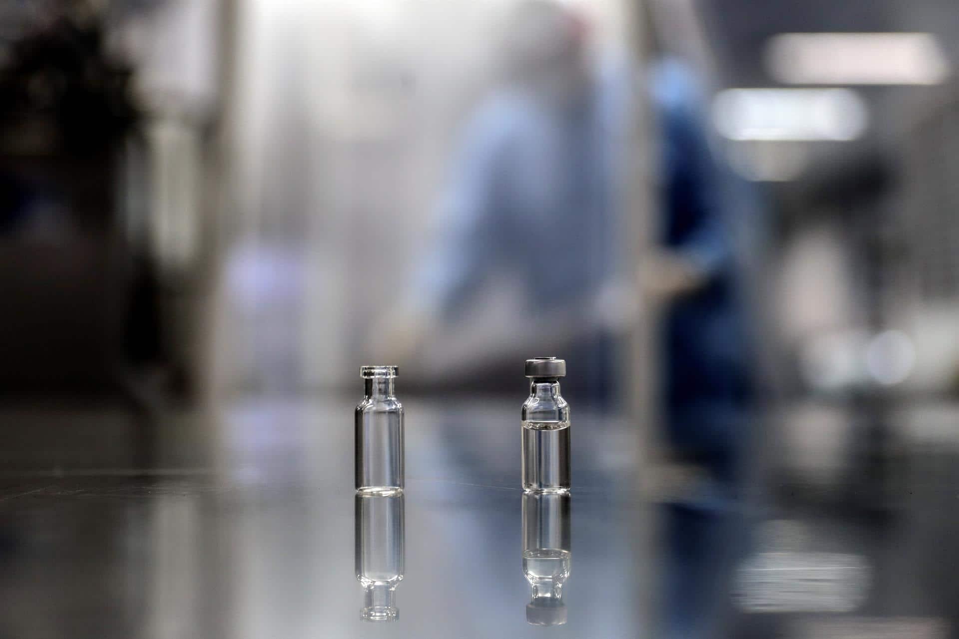 Producción de vacunas contra covid (EFE)