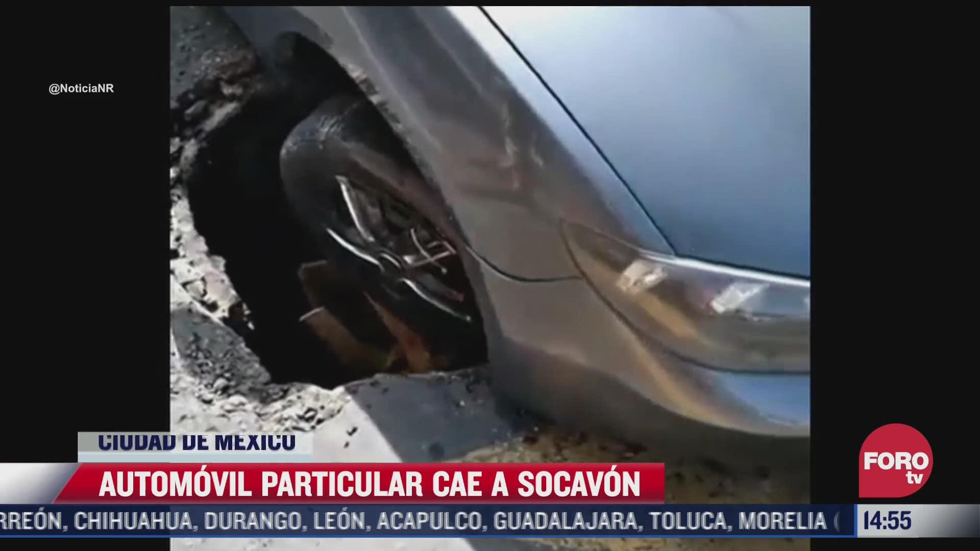 vehiculo cae a socavon en la cdmx