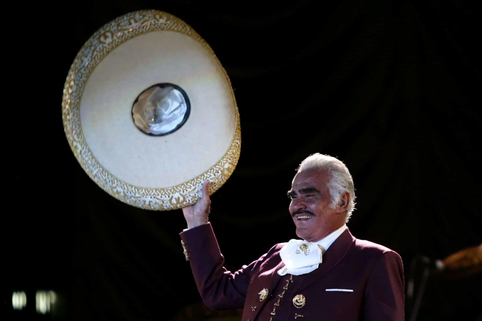 Vicente Fernández Jr. desmiente muerte de su padre 'El Charro de Huentitán'.