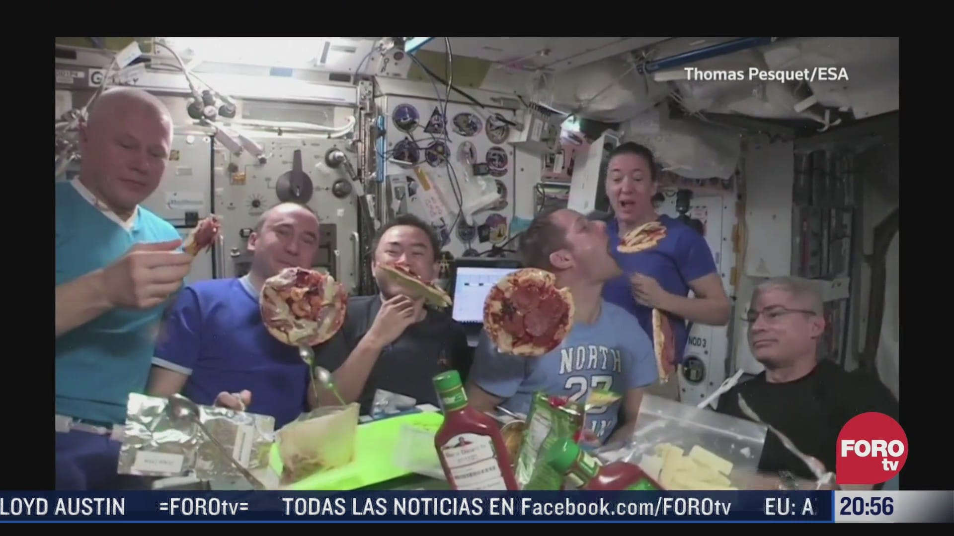 video astronautas tienen fiesta flotante de pizzas en el espacio