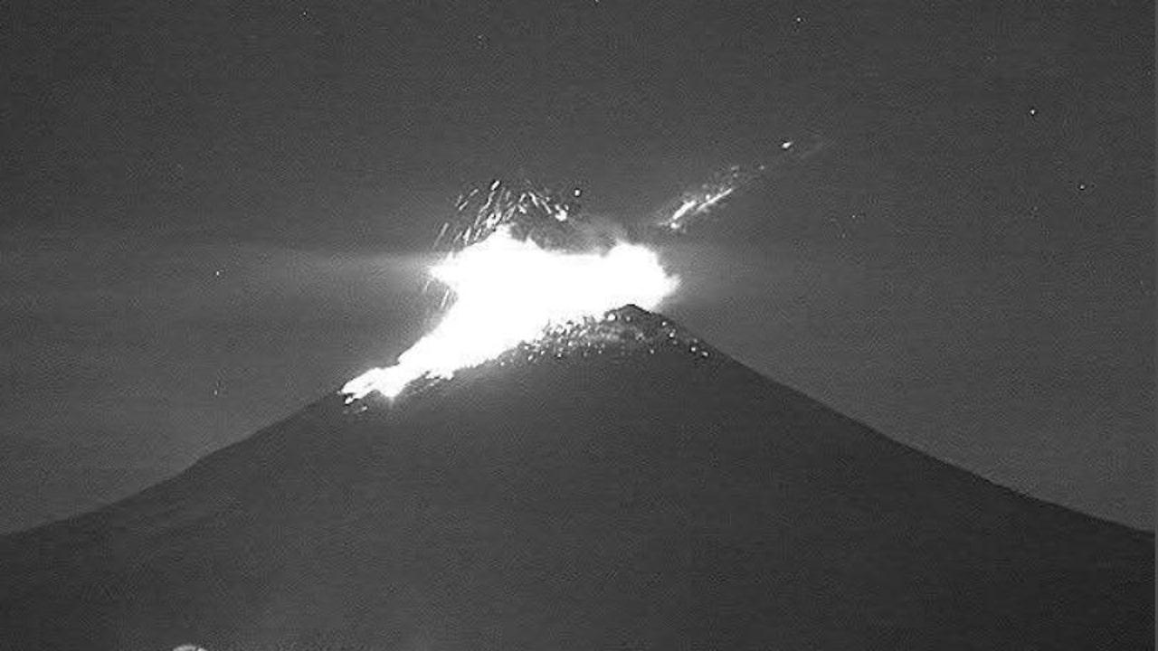 Volcán Popocatépetl registra explosión y columna de 1.5 kilómetros de altura