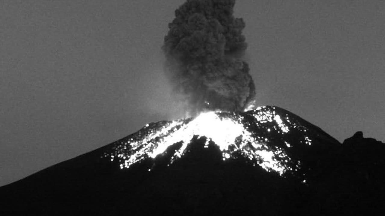 Volcán Popocatépetl registra explosión moderada con expulsión de fragmentos incandescentes