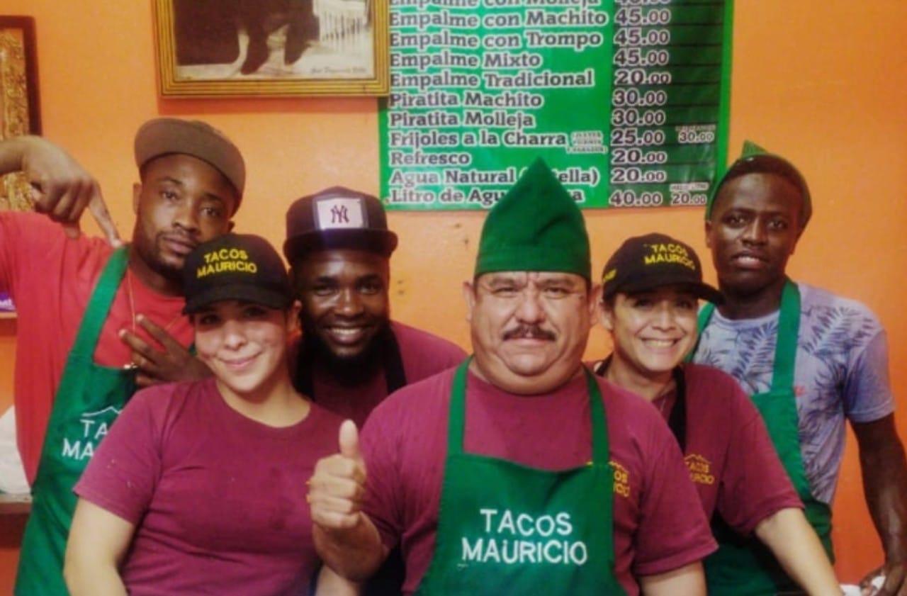 Taquería de Monterrey contrata a migrantes haitianos