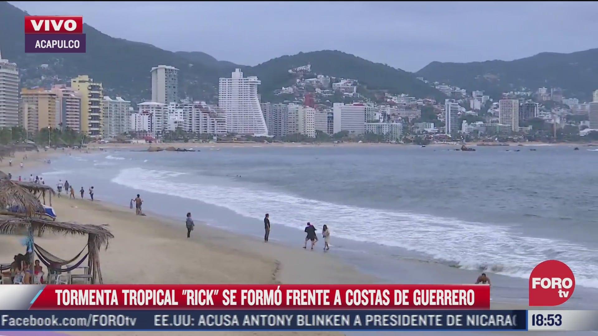 acapulco registra oleaje intenso por rick colima se prepara
