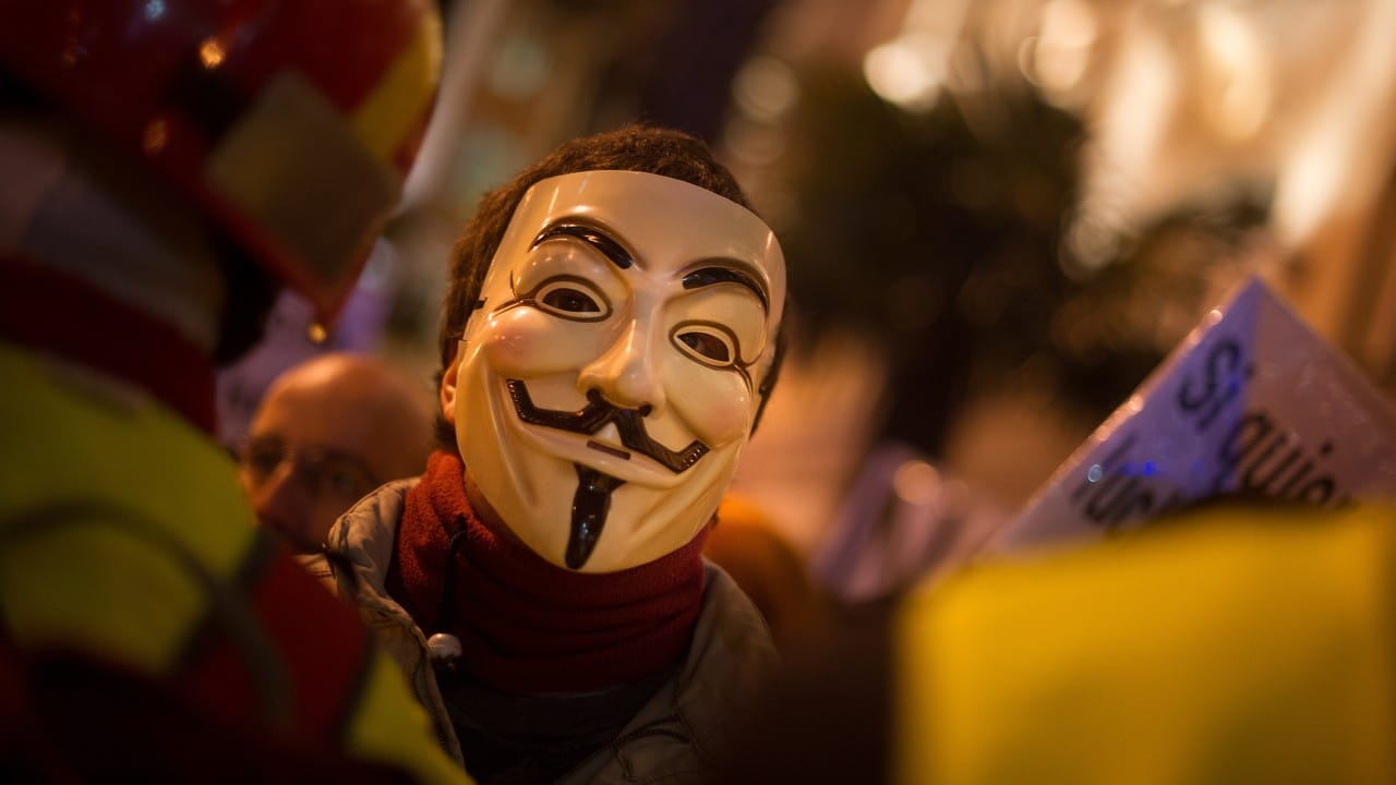 Anonymous, Facebook, corte, red social, hackers