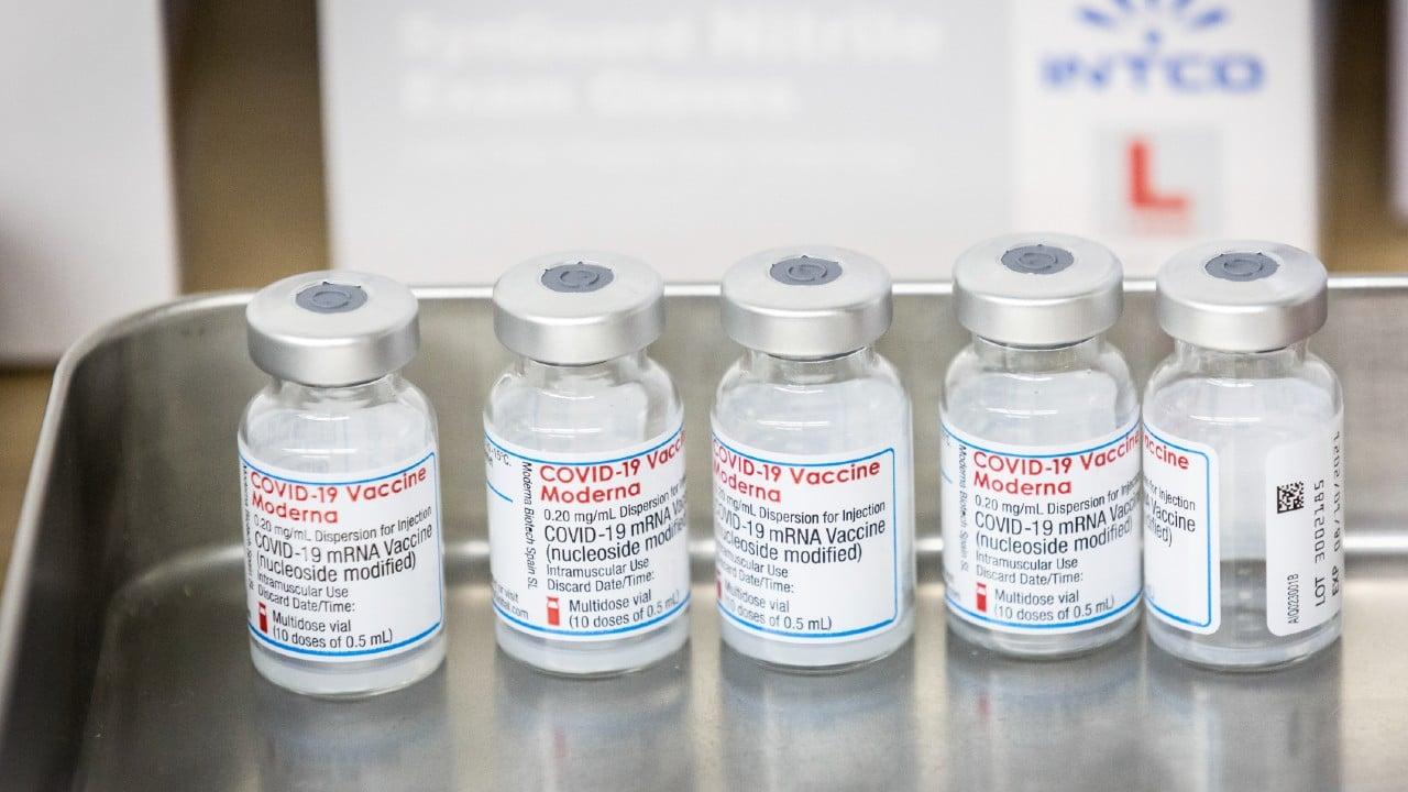 EEUU analiza aplicar tercera dosis de vacuna covid de Moderna