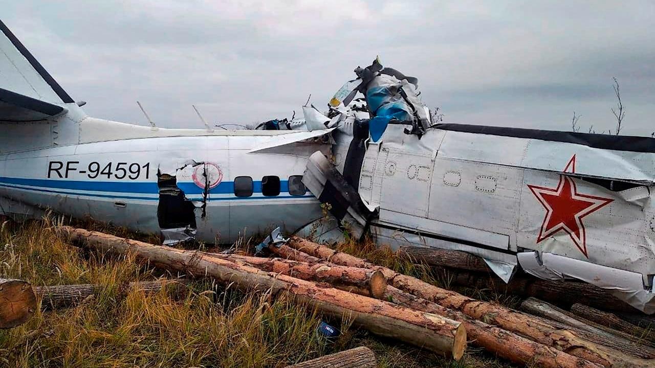 Se estrella un avión, tipo L-410, con 22 personas a bordo en Rusia