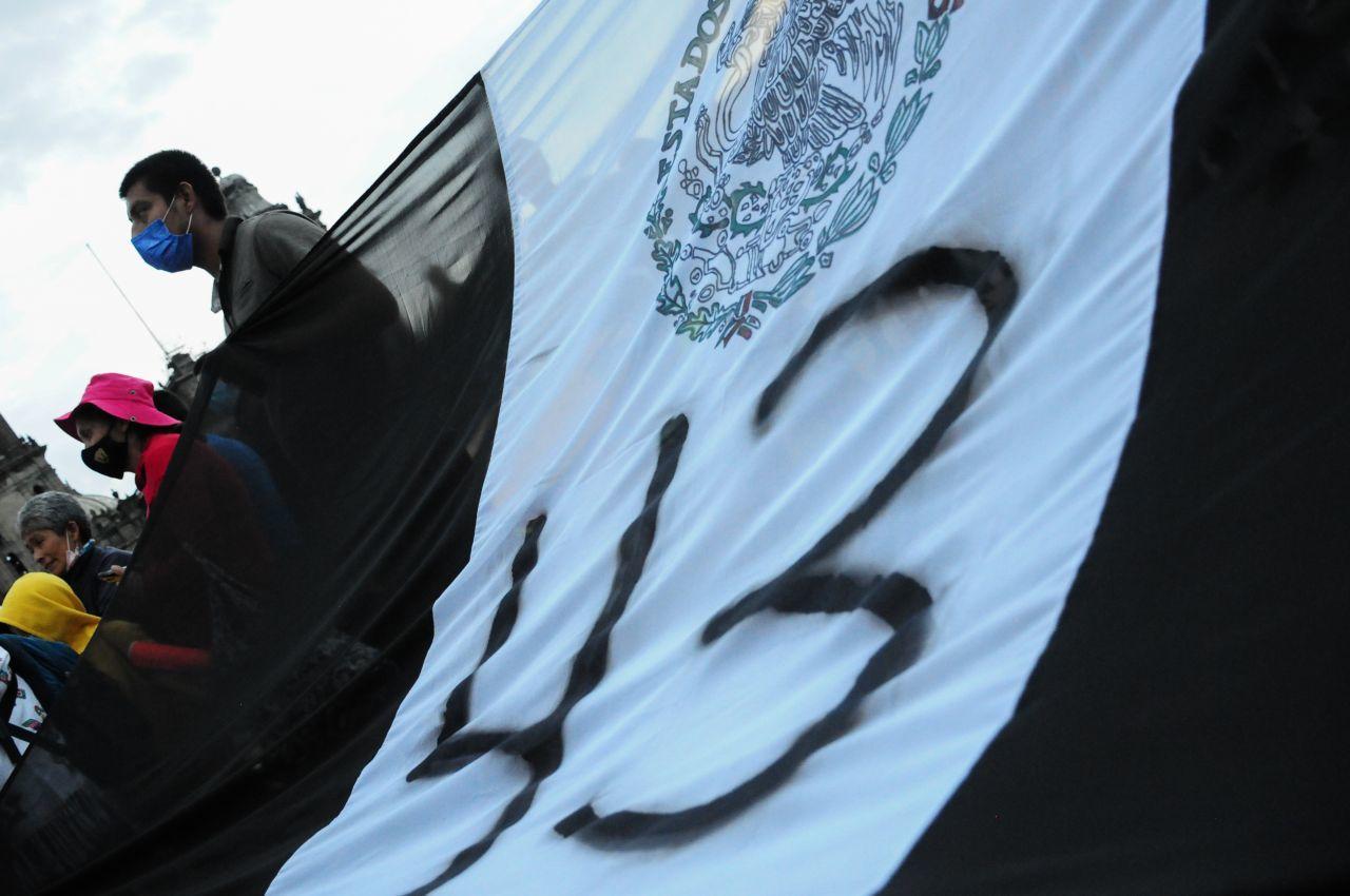 Procesan a dos peritos por obstaculizar la investigación del caso Ayotzinapa