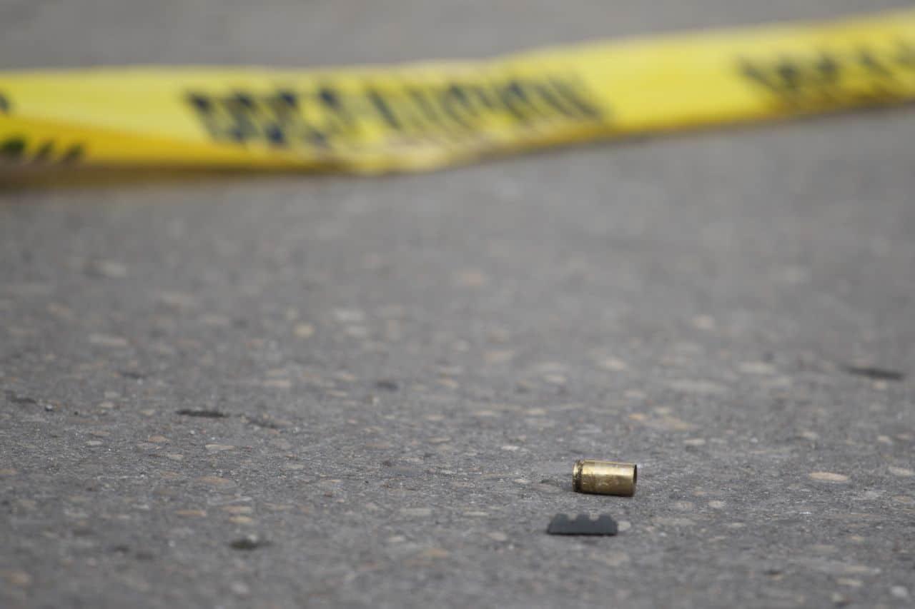 Casquillos de armas de fuego en el suelo (Cuartoscuro)