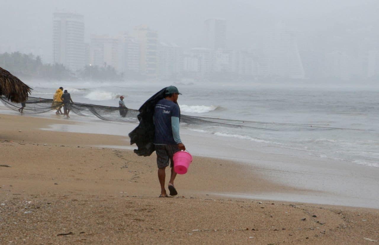 Depresión tropical 16-E se convertirá en huracán en Pacífico mexicano.