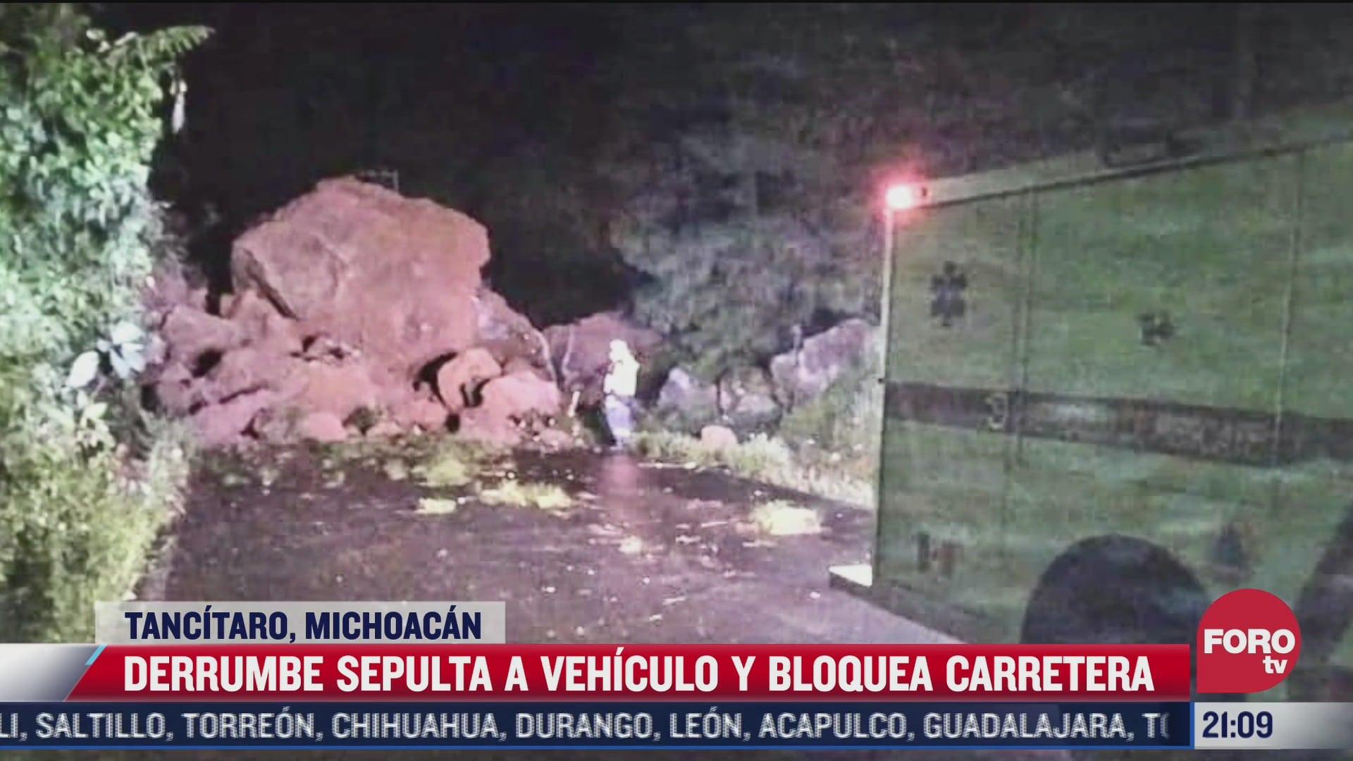 derrumbe bloquea carretera en tancitaro michoacan
